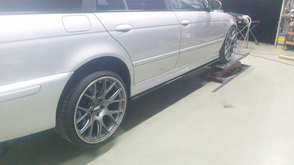 エアロパーツ汎用サイドフラップ BMW5シリーズツーリング